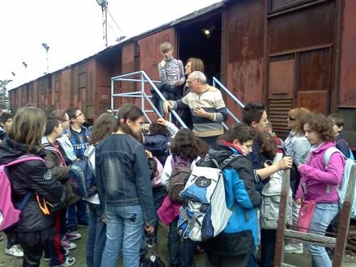 Roccalumera – 28 aprile 2011 Continuano le visite al Parco Letterario S. Quasimodo