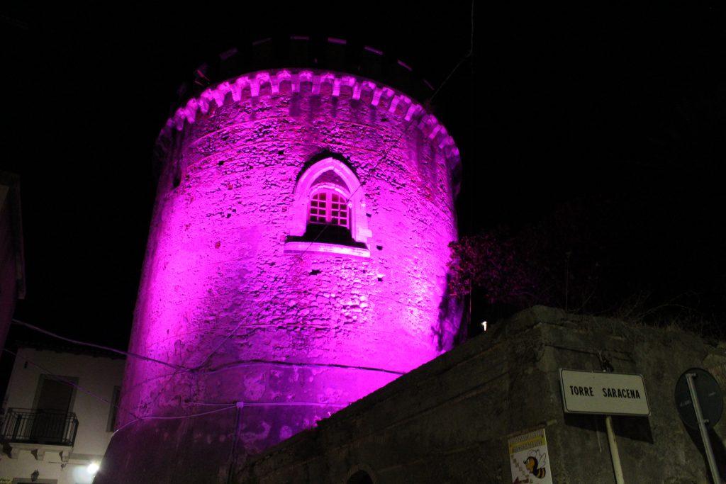 La Torre Saracena si tinge di rosa